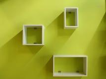Estante blanco y pared verde Imagen de archivo libre de regalías
