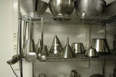 Estante con el profesional que cocina los materiales Imagen de archivo libre de regalías