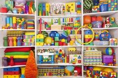 Estante con los juguetes Imagen de archivo libre de regalías