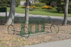 Estante de bicicleta único Imagenes de archivo