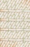 Estante de libro de bambú sobre el fondo de bambú Imagen de archivo