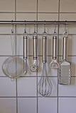 Estante de los utensilios de la cocina Imagen de archivo libre de regalías