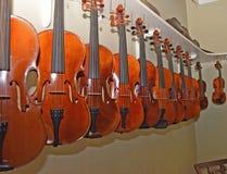 Estante de los violines 5 de la ejecución Fotos de archivo libres de regalías