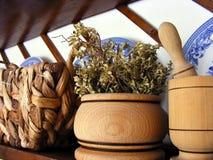 Estante de madera de la cocina Imágenes de archivo libres de regalías
