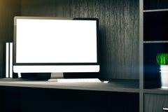 Estante de pantalla de ordenador en blanco Imagen de archivo