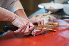 Estante del cordero cortado por el cocinero Fotografía de archivo libre de regalías