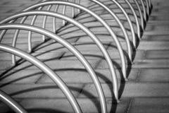 Estante del estacionamiento de la bici Imágenes de archivo libres de regalías