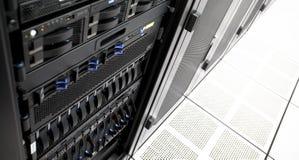 Estante del servidor del centro de datos Fotos de archivo libres de regalías