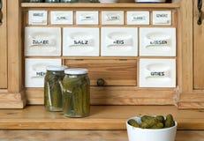 Estante en cocina Foto de archivo libre de regalías