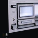 Estante estéreo audio del vintage con el receptor del magnetófono del casete y s foto de archivo