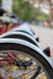 Estante público del alquiler de la bicicleta Foto de archivo libre de regalías