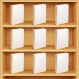 Estante y libros con las cubiertas en blanco Fotos de archivo libres de regalías