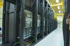 Estante y pilas del centro de datos Imagenes de archivo