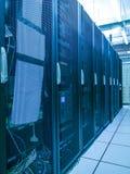Estante y pilas del centro de datos con efecto del color Imagen de archivo