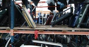 Estantes con las piezas de automóvil almacen de metraje de vídeo