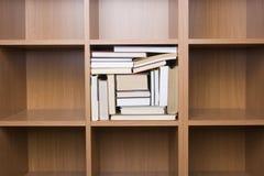 Estantes de libros Imagen de archivo libre de regalías
