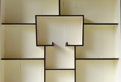 Estantes de madera. Foto de archivo libre de regalías