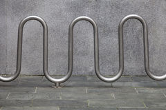 Estantes del estacionamiento de la bici Imagenes de archivo
