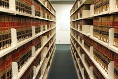 Estantes en biblioteca de ley Imagen de archivo libre de regalías