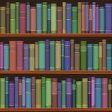 Estantes inconsútiles de la biblioteca con los libros viejos Fotos de archivo