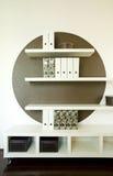 Estantes modernos agradables foto de archivo libre de regalías