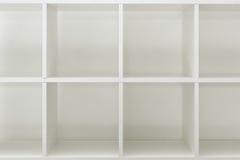 Estantes vacíos de la oficina o de la biblioteca del estante para libros Fotos de archivo libres de regalías