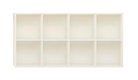 Estantes vacíos en el estante de madera blanco aislado en blanco Fotografía de archivo