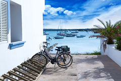 Estany des Peix in formentera met fietsenparkeerterrein Stock Fotografie