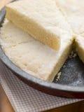 Estaño de hornada con la torta dulce escocesa Imagen de archivo