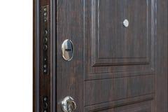 Estar aberto Fechadura da porta, close up da porta do marrom escuro Design de interiores moderno, puxador da porta Conceito da ca imagem de stock