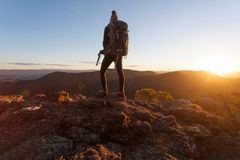Estar na borda de Mt Victoria Imagens de Stock
