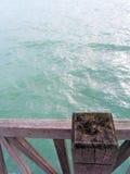 Estar pela água azul Fotos de Stock