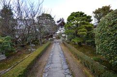 Estasi il passaggio pedonale di pietra del segno nell'area di tempio di Tenryu-ji Fotografia Stock Libera da Diritti