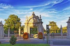 Estasi il portone ai giardini di Retiro a Madrid Immagine Stock Libera da Diritti