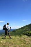 Estate che fa un'escursione nelle montagne fotografie stock