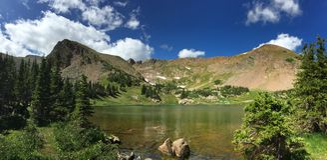 Estate nel lago alpino colorado fotografia stock libera da diritti