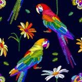 Estate tropicale Modello senza cuciture di vettore con i pappagalli ed i fiori Immagini Stock Libere da Diritti