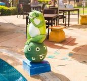 Estatua al aire libre de la decoración del jardín, rana imagenes de archivo