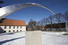 Estatua al lado del museo de la nave de vikingo Imagen de archivo