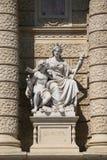 Estatua aleg?rica del continente Europa, fachada del museo de la historia natural, Viena, Austria imagen de archivo libre de regalías