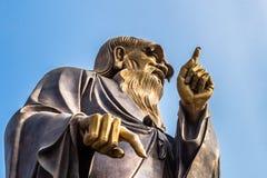 estatua alta de los 36m Lao Tze en Tai Qing Gong Temple en la montaña de Laoshan, Qingdao Imagen de archivo libre de regalías