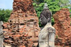 Estatua antigua de Buda de la piedra de la arena Foto de archivo libre de regalías