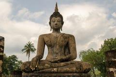 Estatua antigua de Buda en Sukhothai fotos de archivo libres de regalías