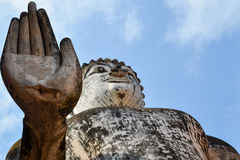Estatua antigua de Buda en Sukhothai Imagen de archivo