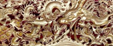 Estatua antigua del dragón chino de oro Fotografía de archivo