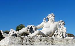 Estatua antigua del hombre de mentira Fotografía de archivo