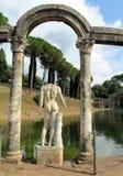 Estatua antigua en el chalet Adriana, Tivoli Roma Imagen de archivo libre de regalías