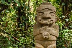 Estatua antigua que toca la flauta Imágenes de archivo libres de regalías