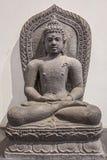 Estatua arqueológica de la piedra arenisca de Gautam Buddha en la meditación Foto de archivo