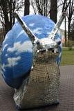 Estatua azul gigante del caracol en Jurmala, Letonia foto de archivo